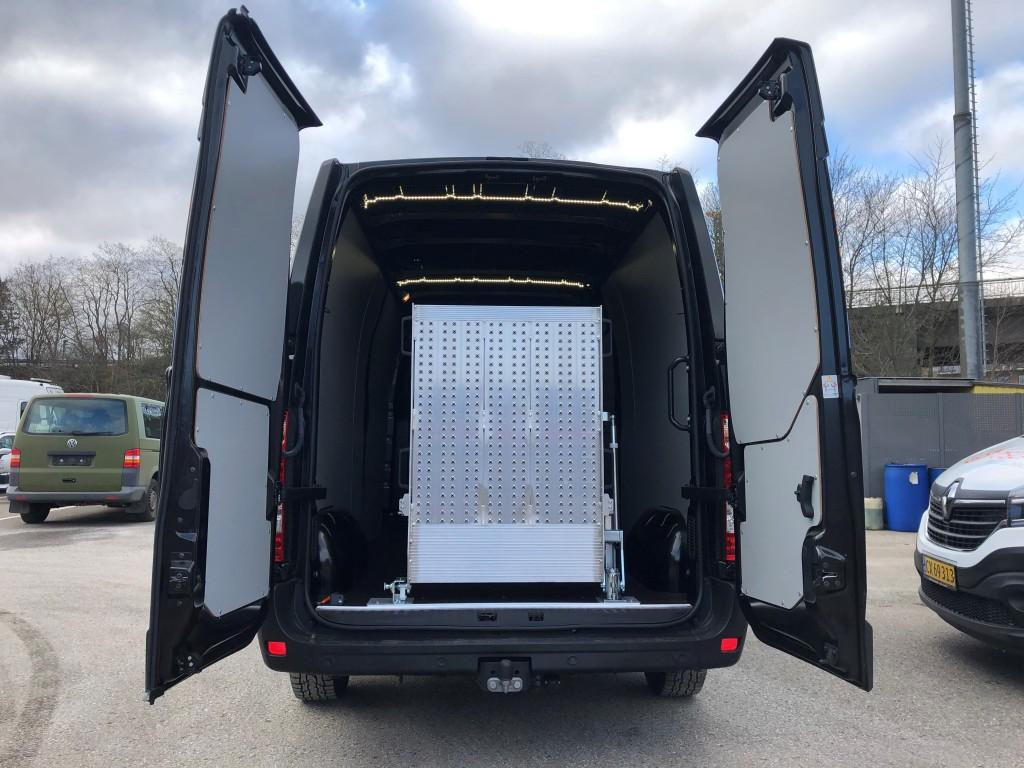 Renault Master -  med svingbar rampe bag