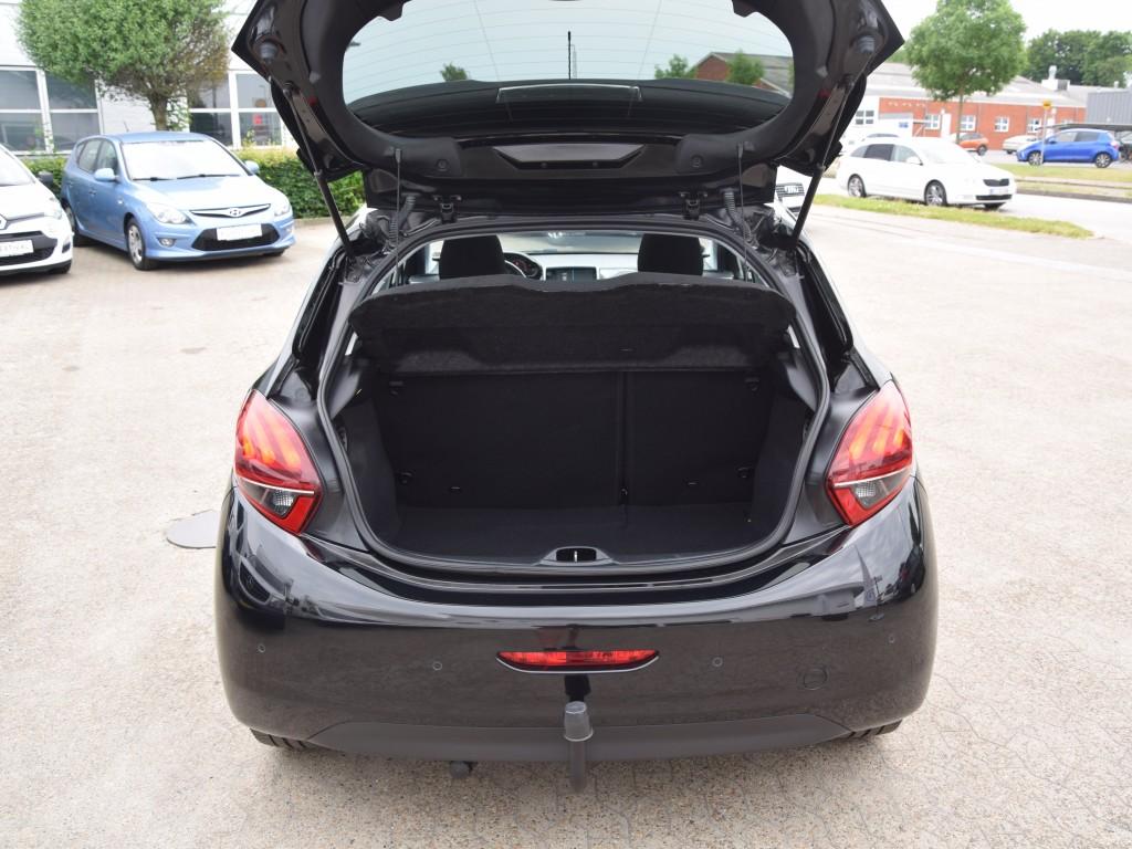 Peugeot 208, 1.6 BlueHDI 100 hk 5D Desire Sky