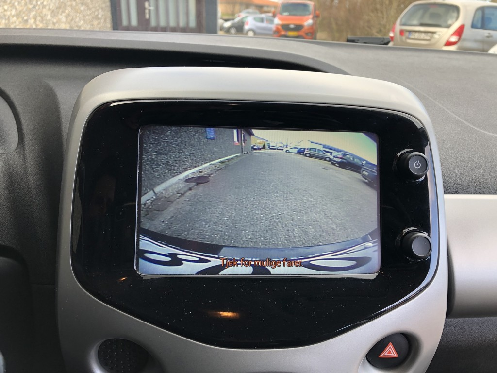 Toyota Aygo X-play X-Touch